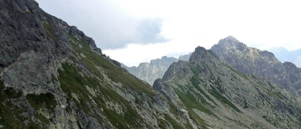 popularny szlak na Zawrat zamknięty; obryw skalny nadal aktywny