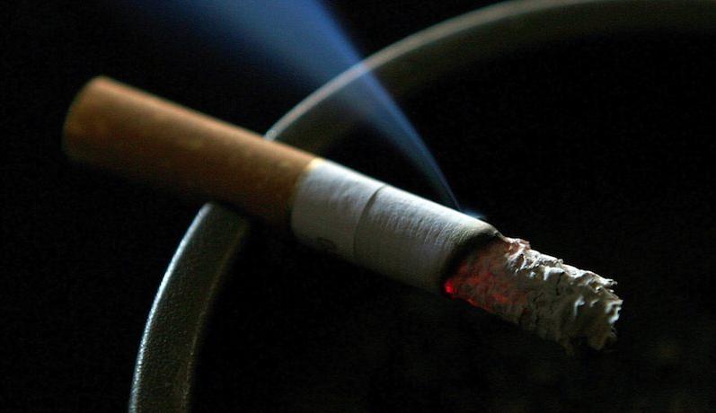 Dym papierosowy szkodzi nawet wtedy, gdy wsiąka w meble.