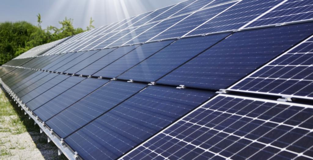 Szkoły zasilane energią słoneczną.